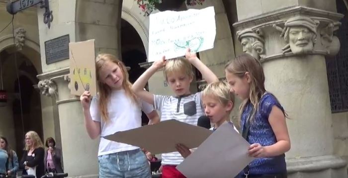 Kinderkundgebung: Autos sindBou!